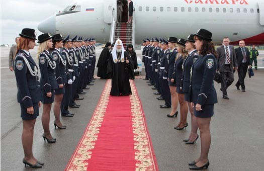 <em>Патріарх Кирилл любить помпезність. Візит в Донецьк 2009 року. Фото с сайта fotolitopys.in.ua