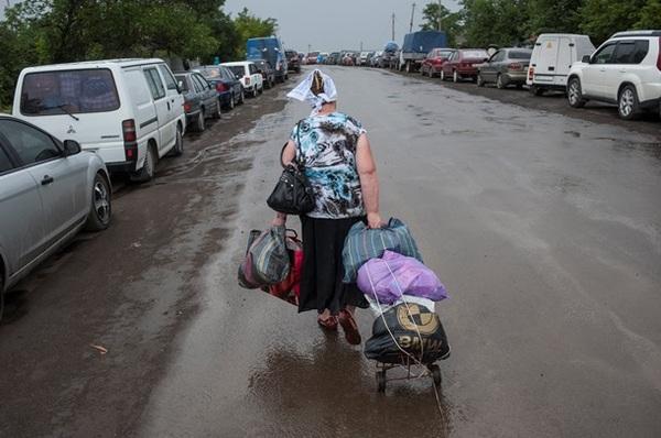 Инвалид из Донецка ежедневно вывозит из зоны АТО детей и пожилых людей, фото-1