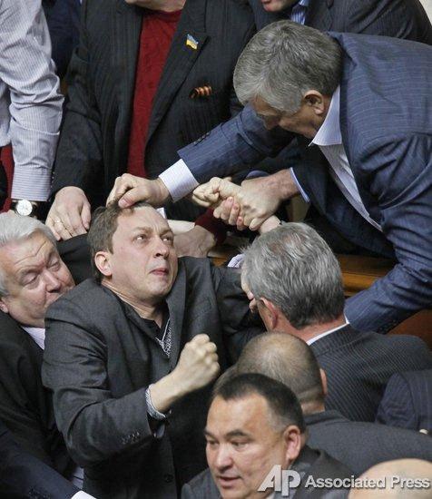 Янукович и его окружение знали и помогали подготовке РФ к захвату Крыма в 2013 году, - Петренко - Цензор.НЕТ 9969
