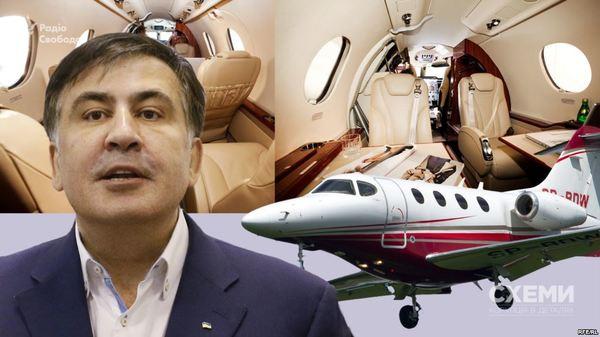 1 апреля Саакашвили прилетит в Киев. Это не шутка - он показал авиабилет