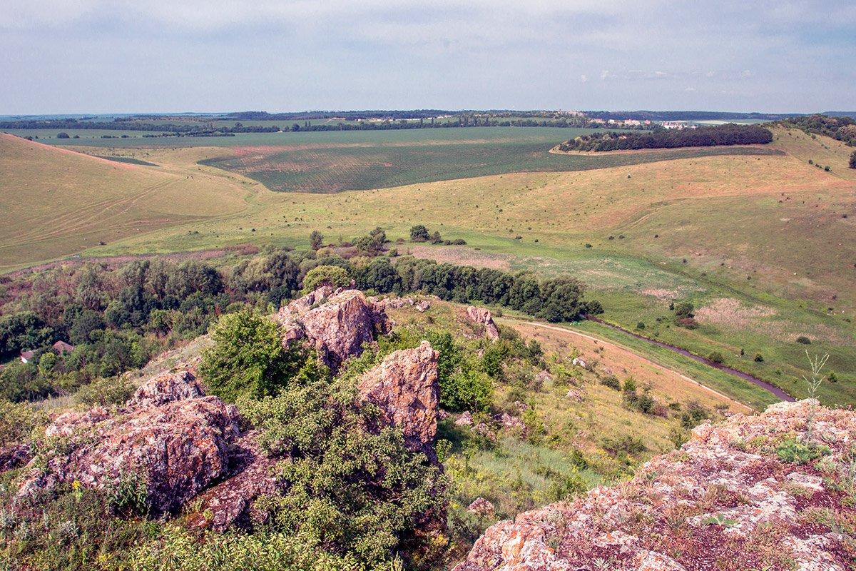 Вид на долину річки Жванчик зі схилів Баби