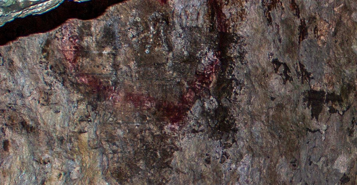 Давні графіті під вапняковою шкіркою та сучасне у вигляді «сердечка»