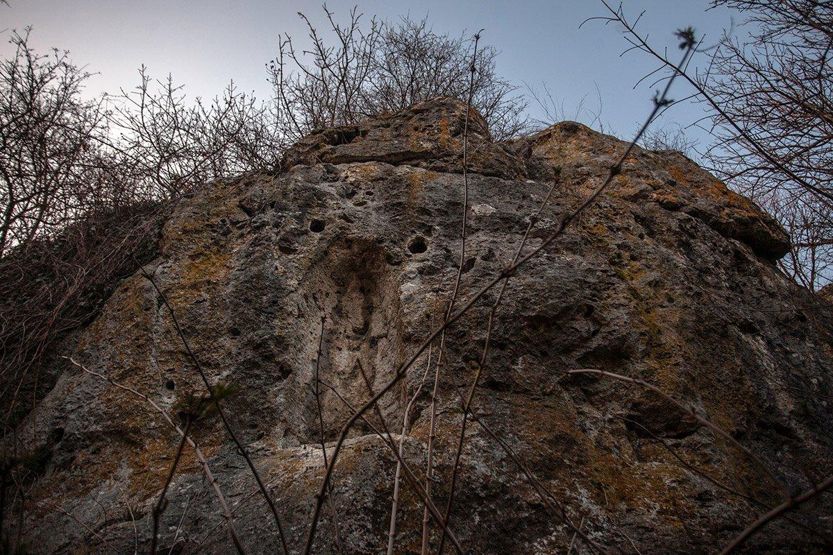 Ніша біля печери
